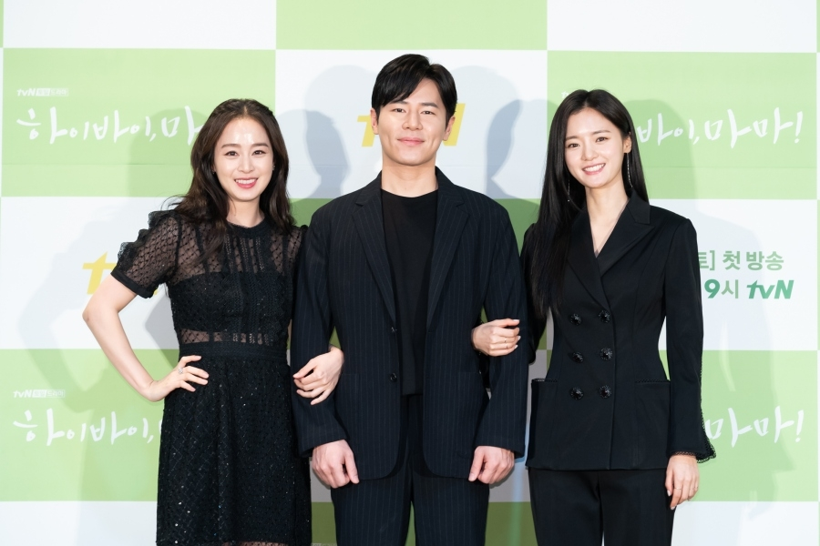 "This photo of the main actors of ""Hi Bye, Mama!"" during a press conference in Seoul on Feb. 18, 2020, is provided by tvN. (PHOTO NOT FOR SALE) (Yonhap)"