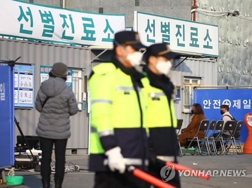 (5th LD) S. Korea reports 1st death from virus, cases soar to 104