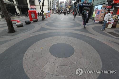 This undated file photo shows a quiet Myeongdong, a popular shopping spot for tourists in downtown Seoul, in the wake of the coronavirus outbreak. (Yonhap)