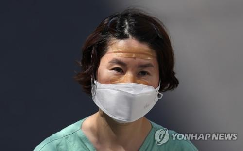 A medical worker appears tired after completing a shift involving people infected with the new coronavirus at a hospital in the southeastern city of Daegu, the epicenter of the COVID-19 virus outbreak in South Korea, on April 3, 2020. (Yonhap)