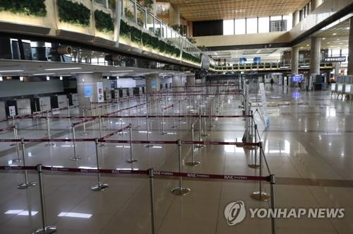 This undated file photo shows a quiet departure lobby of a terminal at Incheon International Airport, west of Seoul, amid the COVID-19 outbreak. (Yonhap)