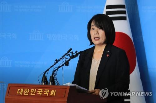 Democratic Party lawmaker-elect Yoon Mee-hyang speaks during a press conference at the National Assembly in Seoul on May 29, 2020. (Yonhap)
