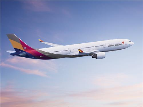 This file photo provided by Asiana Airlines shows an A330 plane flying in the sky. (PHOTO NOT FOR SALE) (Yonhap)