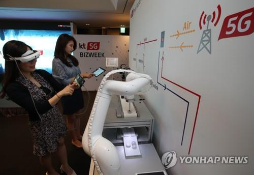 This photo, taken by KT Corp. on May 30, 2019, shows people experiencing KT's 5G smart factory solution at an event in Seoul. (PHOTO NOT FOR SALE) (Yonhap)