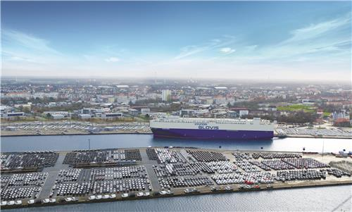 This undated file photo provided by Hyundai Glovis shows a roll-on, roll-off (RoRo) ship named Glovis Crown at the Bremerhaven port in Germany to carry Volkswagen vehicles to Asian markets. (PHOTO NOT FOR SALE) (Yonhap)
