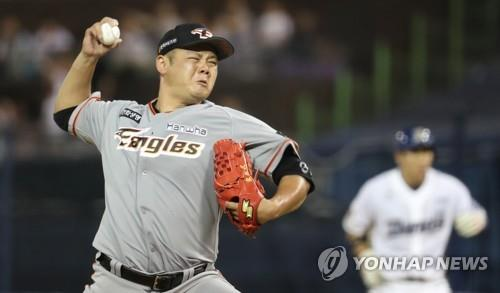 In this file photo from Aug. 1, 2017, Song Chang-sik of the Hanwha Eagles pitches against the NC Dinos in a Korea Baseball Organization regular season game at Masan Baseball Stadium in Changwon, 400 kilometers southeast of Seoul. (Yonhap)