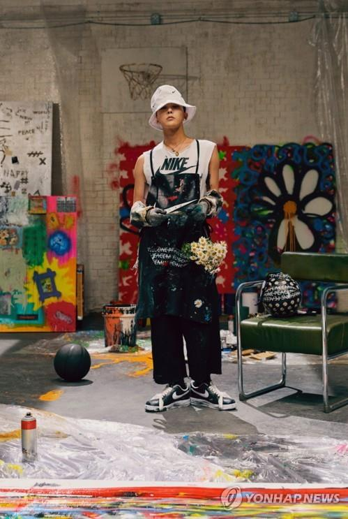 The photo provided by Nike Korea on Nov. 16, 2019, shows G-Dragon, the leader of K-pop boy band BIGBANG wearing a pair of Nike sneakers made in collaboration between the artist and the company. (PHOTO NOT FOR SALE) (Yonhap)