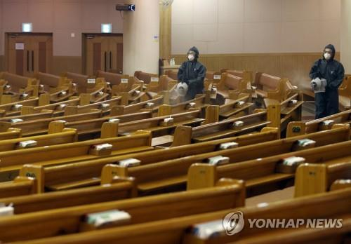 Health workers disinfect chairs at Yoido Full Gospel Church in Seoul on Aug. 18, 2020. (Yonhap)