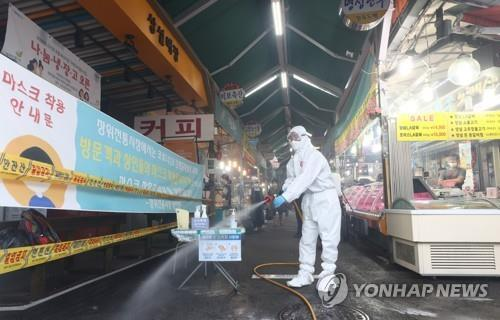 Health workers disinfect a market near Sarang Jeil Church in Seoul, which is at the center of a recent resurgence of the coronavirus, on Sept. 24, 2020, ahead of the Chuseok holiday, which falls on Oct. 1. (Yonhap)
