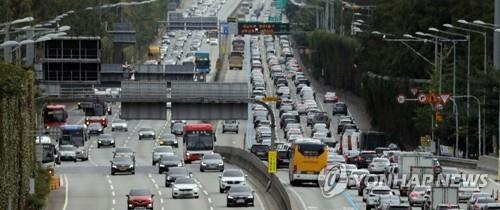 Expressway traffic during recent Chuseok holiday falls 10 pct amid pandemic