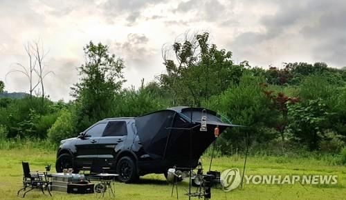 This image provided by Lotte Department Store on Aug. 6, 2020, shows a car camping setup. (PHOTO NOT FOR SALE) (Yonhap)