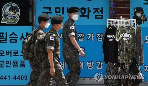 Service members walk on a street in the border town of Hwacheon, Gangwon Province, on June 21, 2020. (Yonhap)