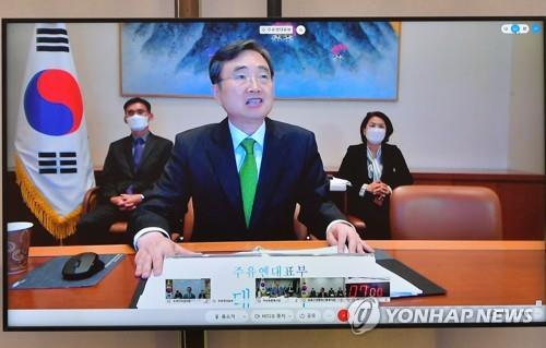South Korean Ambassador to the United Nations Cho Hyun gives a business report during a parliamentary inspection of his mission at the National Assembly in Seoul on Oct. 14, 2020. It's the first time parliamentary inspections of overseas missions have gone online due to the coronavirus pandemic. (Yonhap)