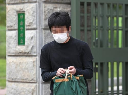 This file photo taken on July 6, 2020, shows South Korean sex offender Son Jong-woo leaving the Seoul Detention Center after serving an 18-month prison term and a Seoul court rejected a U.S. extradition request for him. (Yonhap)