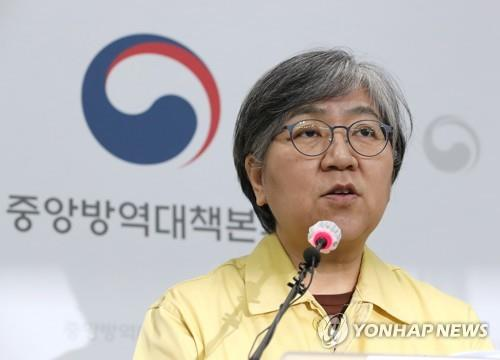 Jeong Eun-kyeong, head of the Korea Disease Control and Prevention Agency, gives a briefing on a daily new COVID-19 infection tally at the agency in the central city of Cheongju on Nov. 23, 2020. (Yonhap)