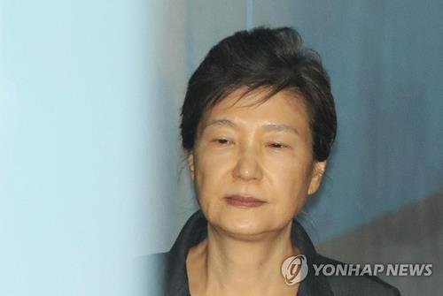 (LEAD) Ex-President Park to take COVID-19 test after being exposed to patient