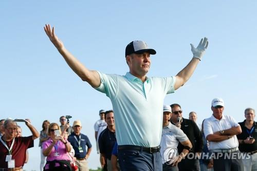 In this Getty Images file photo from Nov. 14, 2018, LPGA Commissioner Mike Whan reacts to his shot during the CME Group charity event prior to the CME Group Tour Championship at Tiburon Golf Club in Naples, Florida. (Yonhap)