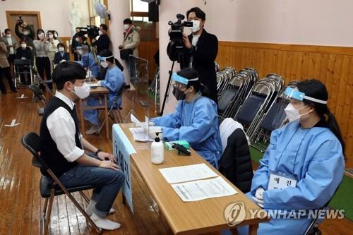 A mock training exercise for COVID-19 vaccinations is in progress at a care facility in Gwangju, South Jeolla Province, on Feb. 23, 2021. (Yonhap)
