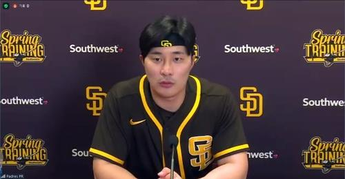 Kim Ha-seong of the San Diego Padres speaks to reporters in a Zoom press conference from Peoria, Arizona, on Feb. 23, 2021, in this screengrab from the session. (PHOTO NOT FOR SALE) (Yonhap)