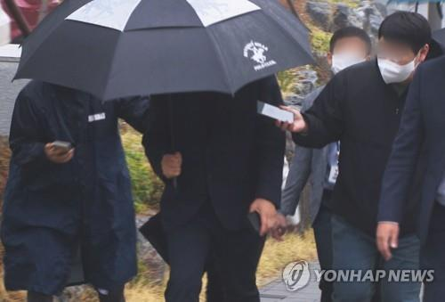 (LEAD) Police seek to arrest ex-Gyeonggi Province official for alleged land speculation