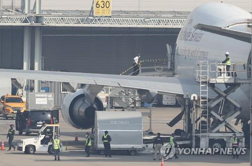 Vaccines by Pfizer Inc. arrive at Incheon International Airport in Incheon, west of Seoul, on April 21, 2021. (Yonhap)