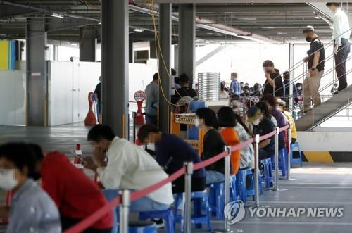 People wait to take a COVID-19 test at a screening center set up in the Gwangju North Ward Office, about 330 kilometers south of Seoul, on Sept. 23, 2021, in this photo provided by the Gwangju North Ward Office the same day. (PHOTO NOT FOR SALE) (Yonhap)