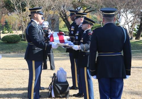 La cérémonie d'enterrement de l'ancien soldat américain de la guerre de Corée (1950-1953) Kurt Dressler au cimetière commémoratif des Nations unies à Busan. (Revente et archivage interdits)