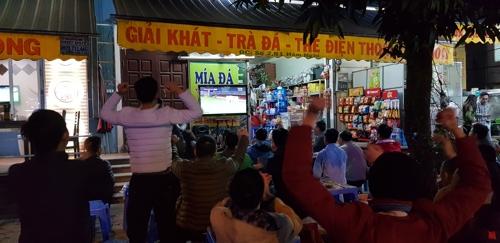 '박항서 매직'에 열광하는 베트남 축구 팬