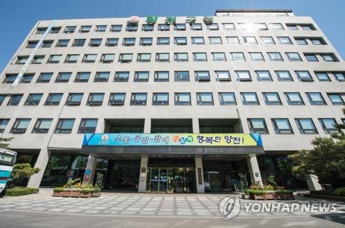 '당선축하금 의혹' 양천구청장 남편 이제학 前구청장 구속(종합) | 연합뉴스