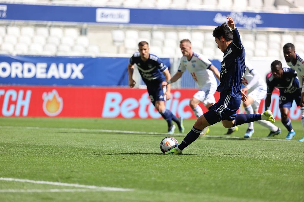 황의 조, PK로 시즌 10 번째 골 유럽 무대에서 첫 두 자리 득점