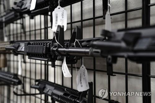 미국 캘리포니아주에 있는 총포상에서 팔리는 AR-15 소총 총열