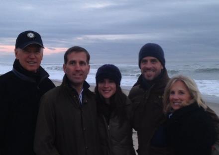 바이든 가족 사진. 왼쪽부터 바이든, 장남, 딸, 차남, 질 여사