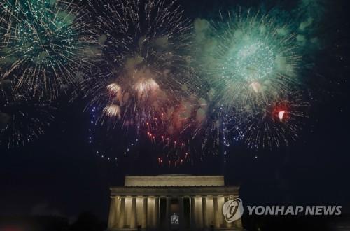 미국 독립기념일 축하 불꽃놀이 [EPA=연합뉴스 자료사진]