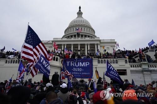 의회폭동 당시 미국 독립정신을 강조하며 시위에 나선 도널드 트럼프 전 대통령 지지자들[EPA=연합뉴스 자료사진]