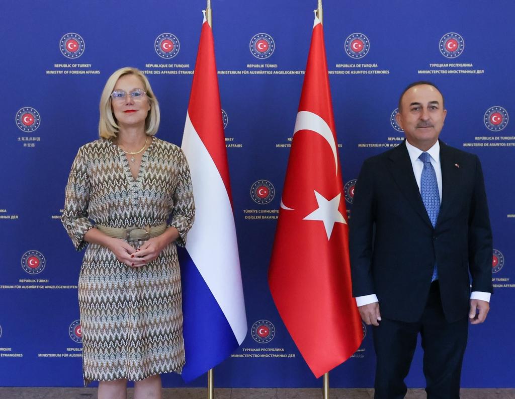 카그(좌) 네덜란드 외무장관과 차우쇼을루 터키 외무장관