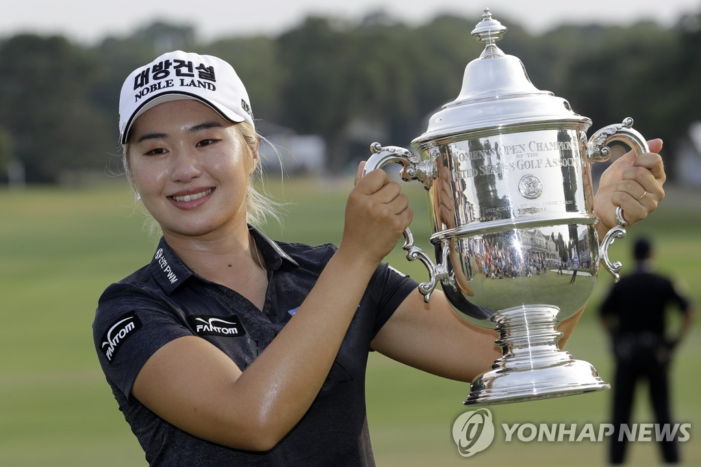 In this Associated Press photo, Lee Jeong-eun of South Korea holds the championship trophy after winning the U.S. Women's Open at the Country Club of Charleston in Charleston, South Carolina, on June 2, 2019. (Yonhap)