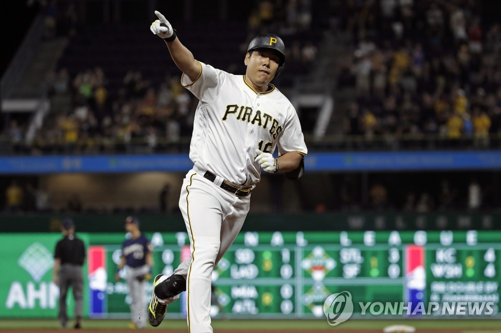 In this Associated Press file photo from July 5, 2019, Kang Jung-ho of the Pittsburgh Pirates rounds the third base after hitting a solo home run off Junior Guerra of the Milwaukee Brewers in the bottom of the ninth inning of a Major League Baseball regular season game at PNC Park in Pittsburgh. (Yonhap)