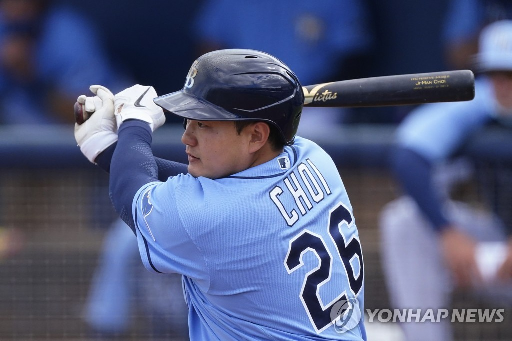 In this Associated Press file photo from March 9, 2021, Choi Ji-man of the Tampa Bay Rays hits an RBI single against the Boston Red Sox in the bottom of the fourth inning of a major league spring training game at Charlotte Sports Park in Port Charlotte, Florida. (Yonhap)