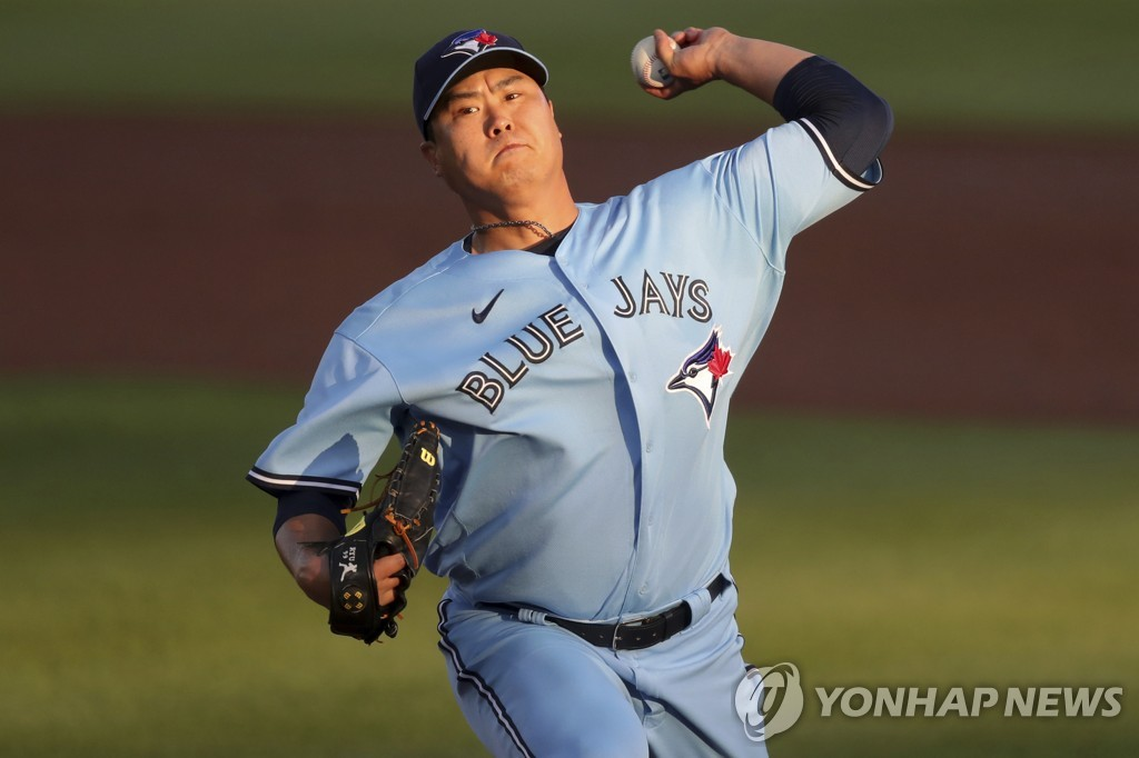 In this Associated Press photo, Ryu Hyun-jin of the Toronto Blue Jays pitches against the New York Yankees in the top of the first inning of a Major League Baseball regular season game at TD Ballpark in Dunedin, Florida, on April 13, 2021. (Yonhap)
