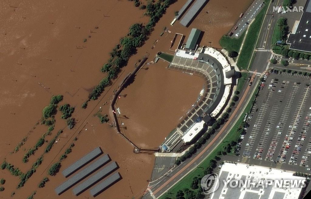 허리케인 아이다로 지난 2일 물에 잠긴 미국 뉴저지주의 한 야구장 위성사진
