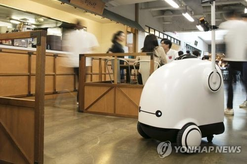 (LEAD) S. Korea to utilize robots in more industries through 2023