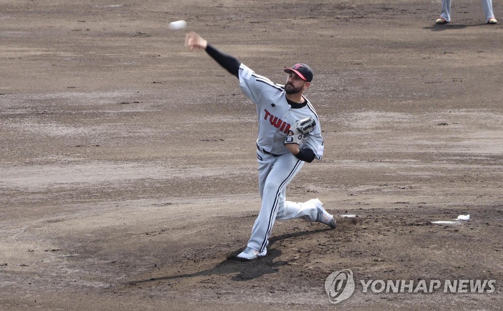 This undated photo provided by the LG Twins shows their pitcher Casey Kelly in action during the club's 2019 spring training in Okinawa, Japan. (Yonhap)