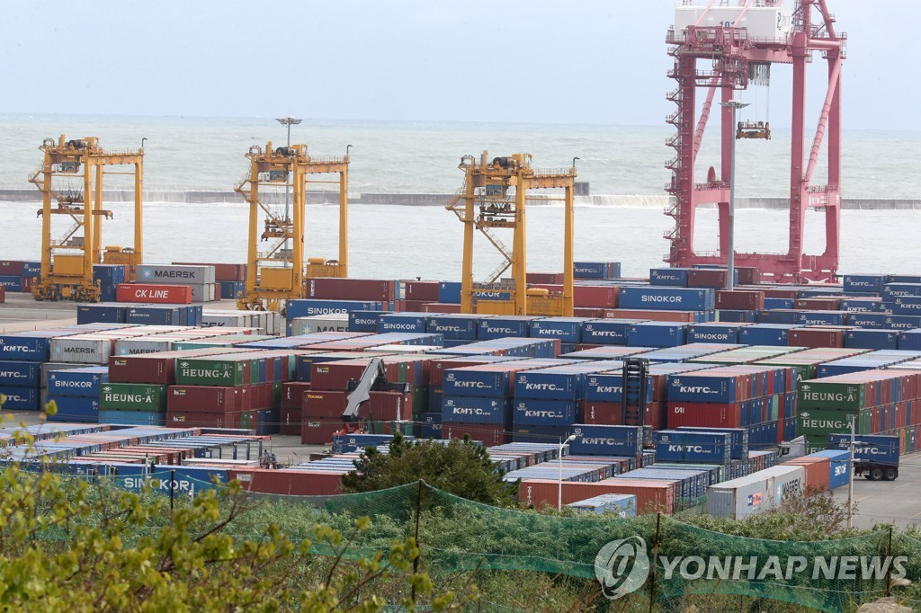 (2nd LD) S. Korea's exports down 0.2 pct in March amid COVID-19 fallout - 1