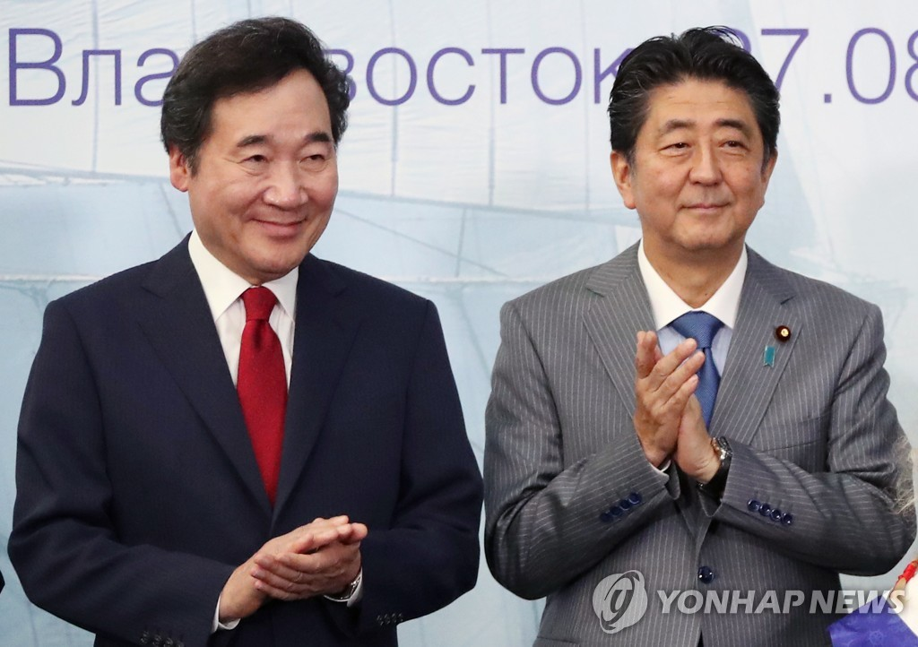 This undated file photo shows South Korean Prime Minister Lee Nak-yon (L) and Japanese Prime Minister Shinzo Abe. (Yonhap)