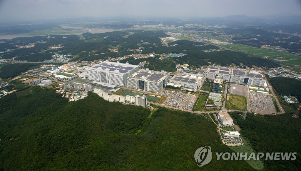 This photo provided by LG Display Co. shows the company's plant in Paju, north of Seoul. (PHOTO NOT FOR SALE) (Yonhap)