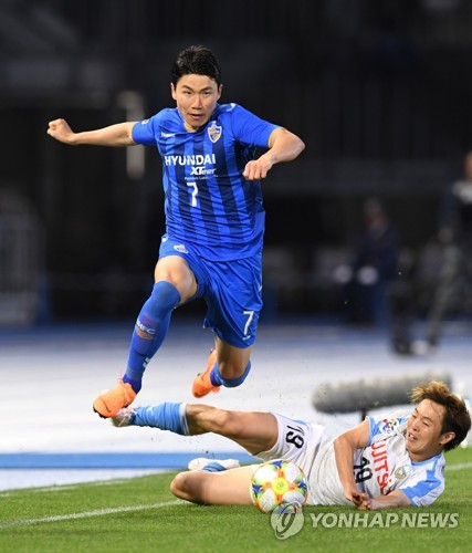 (LEAD) Ulsan blow late lead, fail to clinch knockout berth at AFC Champions League