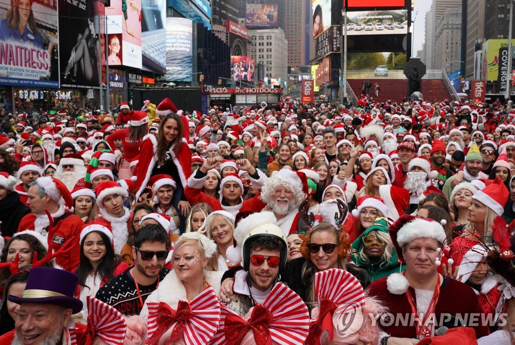 us-charity-lifestyle-holiday-santacon