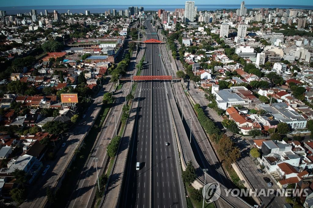 23일(현지시간) 의무 격리 4일째 아르헨티나 부에노스아이레스 거리