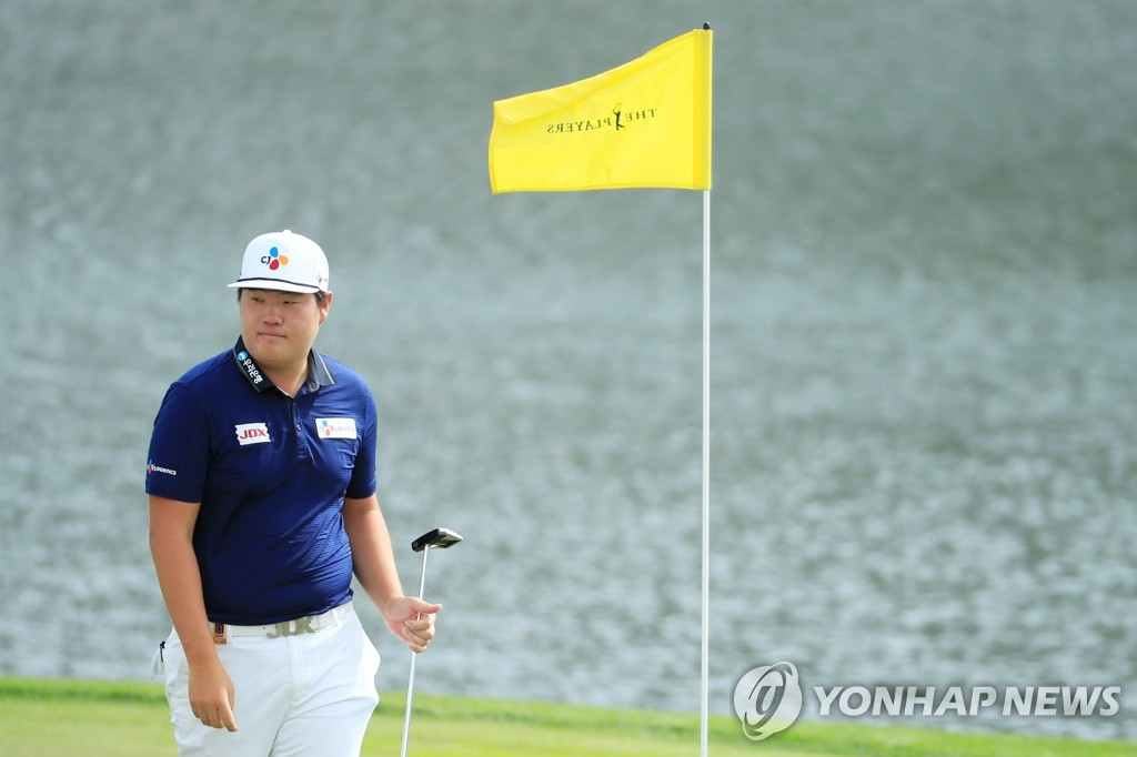 In this Getty Images photo, Im Sung-jae of South Korea walks on the 17th green during a practice round for The Players Championship at TPC Sawgrass in Ponte Vedra Beach, Florida, on March 10, 2020. (Yonhap)