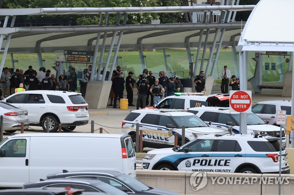 총격 발생한 미 국방부 앞 환승센터